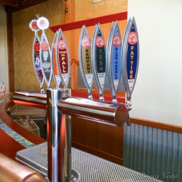 見学者向けに提供される定番ビールのタップ。