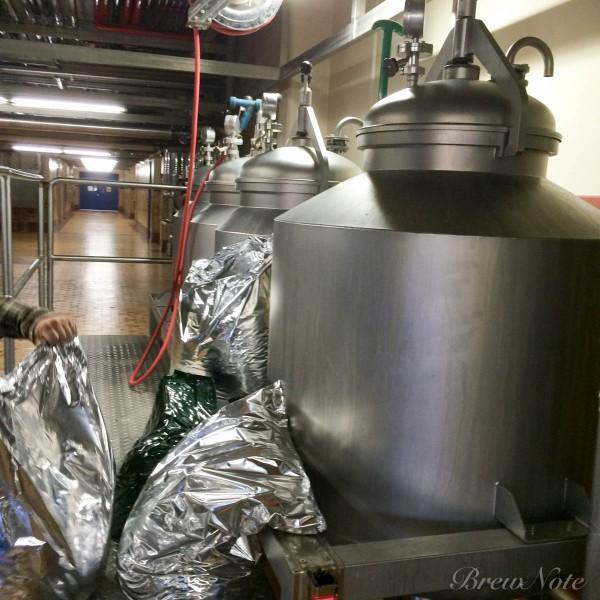 ホップを詰めてビールを通すタンク。